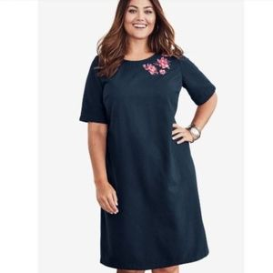 Dresses & Skirts - NWT 18W embroidered navy dress